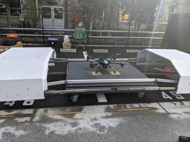 センシンロボティクス、住友商事開発の物流倉庫「SOSiLA」(ソシラ)において完全自動運用型ドローンシステム『SENSYN DRONE HUB』を活用した警備監視・巡視点検の自動化における有用性を確認