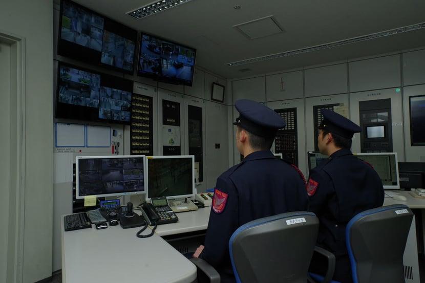 利用无人机实现人员和设施安保、设备监控