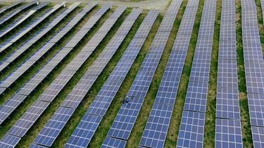 【事例】ドローン×AIにより大規模太陽光発電所の点検を大幅効率化
